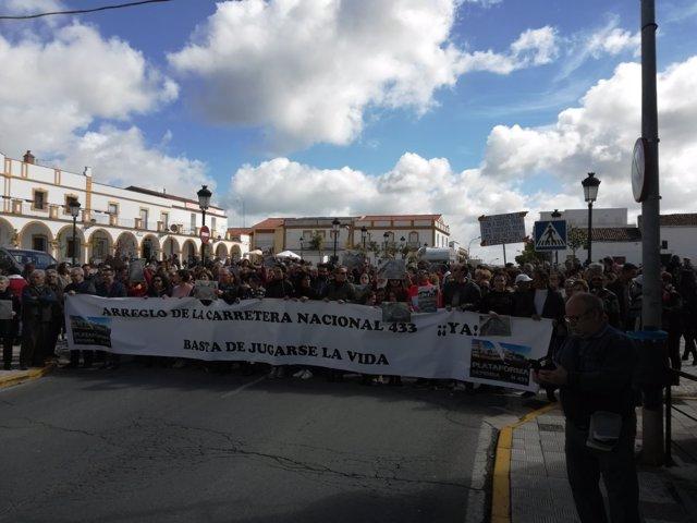 """Vecinos de Rosal de la Frontrera piden arreglo de la N-433 por su """"mal estado"""""""