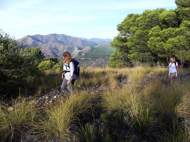 Gran Senda senderismo turismo activo interior naturaleza paisaje turistas verde