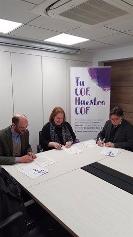 El Colegio de Farmacéuticos de Navarra y Farmamundi firman un convenio