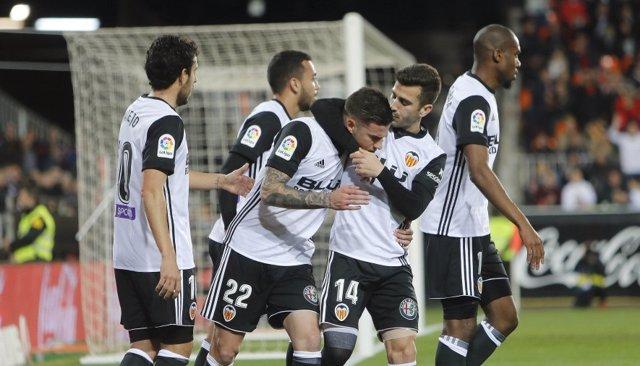 El Valencia supera al Levante