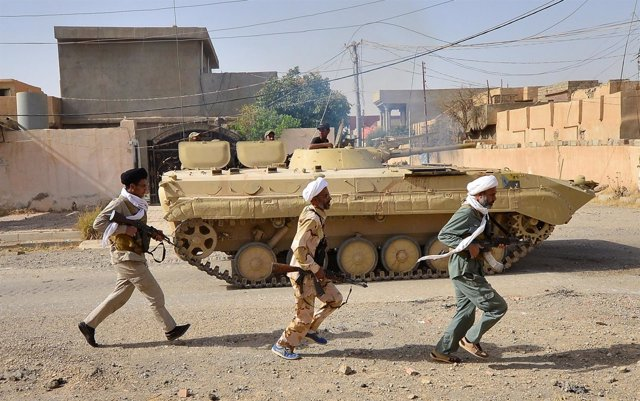 Efectivos de las Fuerzas de Movilización Popular chiíes en Hawiya
