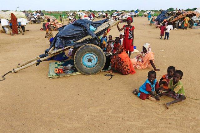 Desplazados internos en el campo de Kalma, en Darfur