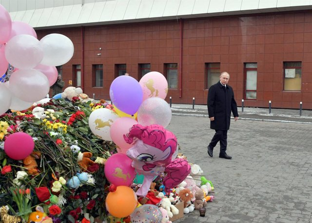 Vladimir Putin ante un homenaje a las víctimas del incendio de Kemerovo