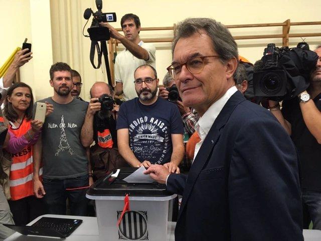 El expte.Artur Mas vota en el referéndum del 1-O/ARCHIVO