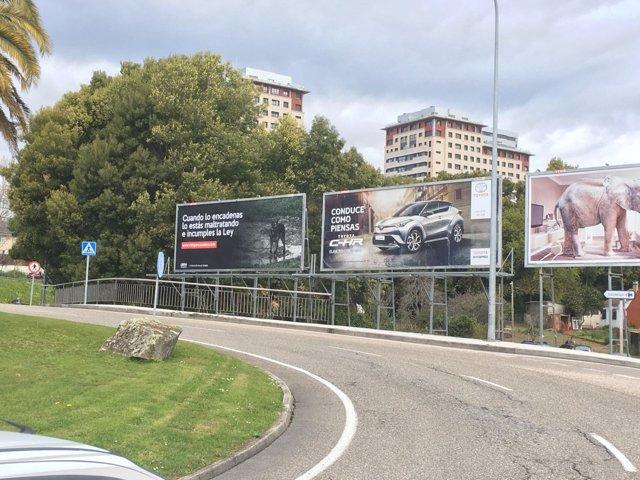 Valla publilcitaria colocada por Libera! en Vigo