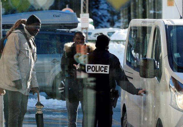 Policía francesa en los Alpes