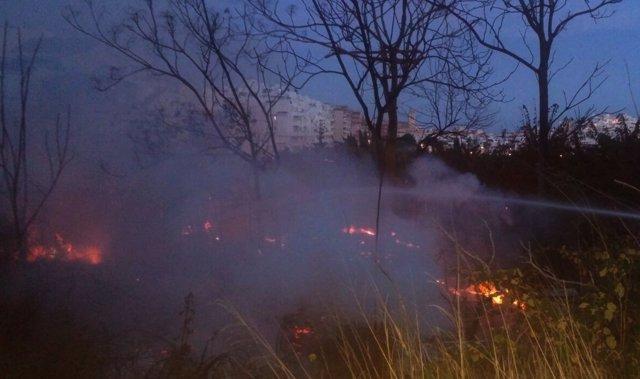 Incendio en Almuñécar en zona próxima a Costa Cabana