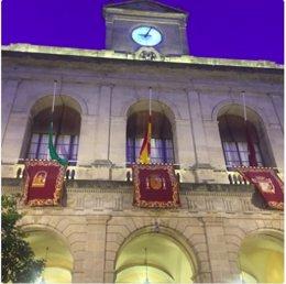 Banderas a media asta en el Ayuntamiento durante Semana Santa