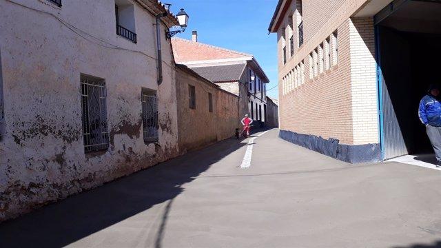 Finalizan las obras de renovación de la calle Badenas de Longares.