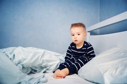 Cuando el niño no quiere dormir solo, ¿cómo animarlo para conseguir esta autonomía?