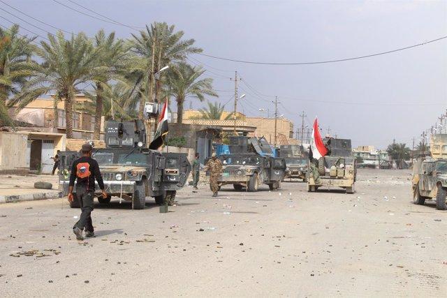 Fuerzas iraquíes reunidas en la ciudad de Hit, en Anbar
