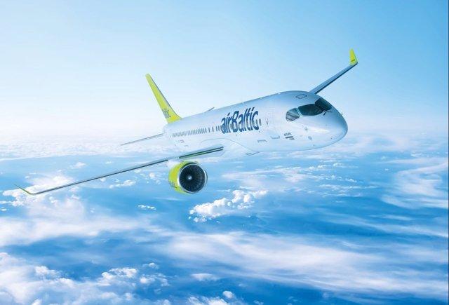 Avión de airBaltic aerolínea conecta Málaga y Riga (Letonia)