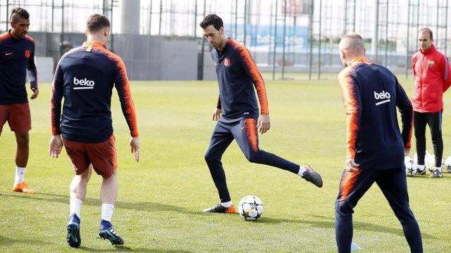 Sergio Busquets entrenando con el Barcelona