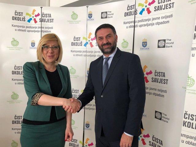 El consejero de Turismo, Francisco Javier Fernández, con la ministra de Bosnia
