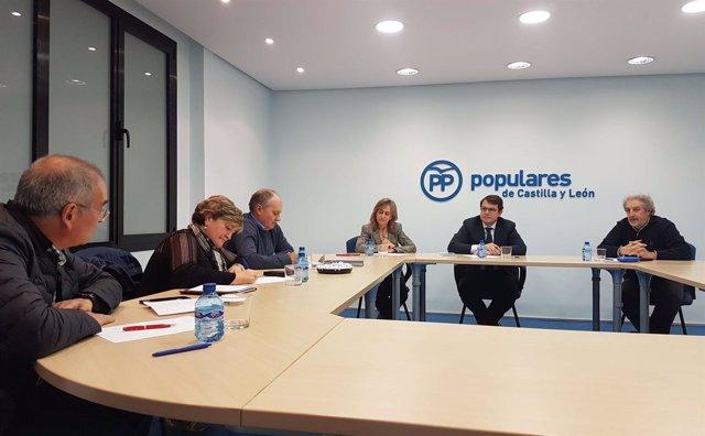 Reunión de el pte. Del PPCyL con miembros de UGT