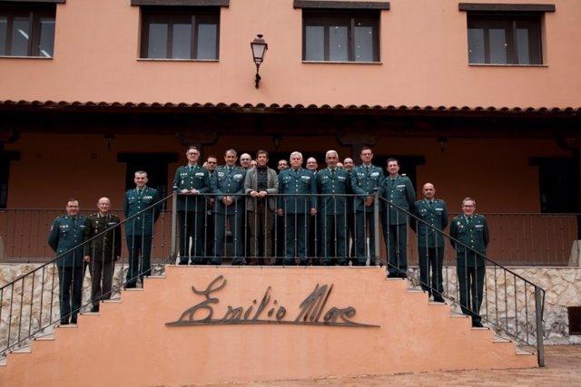Visita de mandos de la Guardia Civil a Emilio Moro.