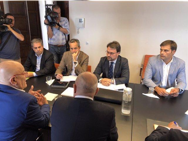 Asier Antona (PP) durante la reunión con las patronales turísticas