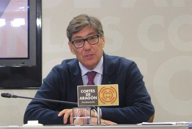 Arturo Aliaga en rueda de prensa en las Cortes