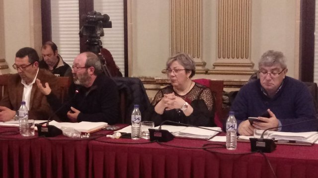 El grupo municipal de IULV-CA en el pleno del Ayuntamiento de Huelva.