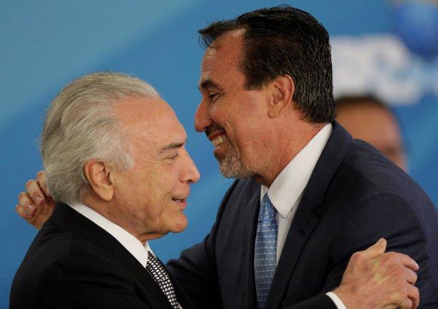 Michel Temer con el nuevo ministro de Sanidad, Gilberto Occhi