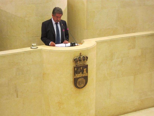Miguel Ángel Revilla en un pleno en el Parlamento de Cantabria