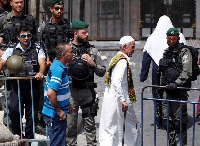 Control de seguridad de la Policía israelí en Jerusalén