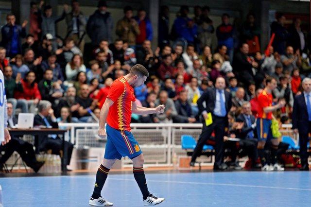 Andresito celebra su gol con la selección española de fútbol sala