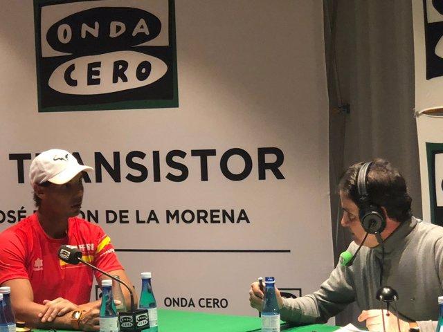 Rafa Nadal charla con José Ramón De la Morena
