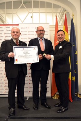 Manuel Sanz, CEO de SMDos, recoge la 'Estrella de Oro'.