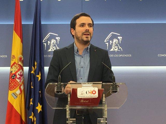 Alberto Garzón rueda de prensa en el Congreso