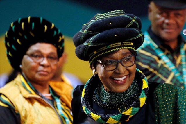 La activista Winnie Madikizela-Mandela, exesposa de Nelson Mandela