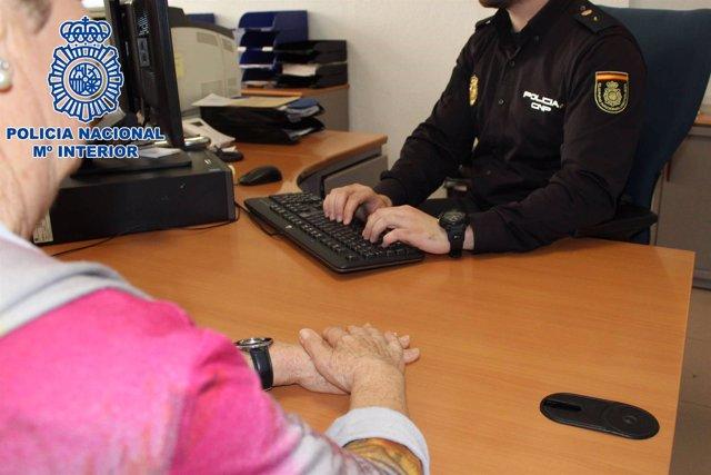 Detenida una cuidadora acusada de estafar y hurtar 86.000 euros y joyas