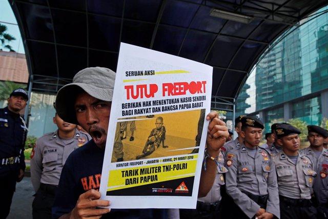 Foto de archivo de una manifestación en contra de la empresa minera Freeport.