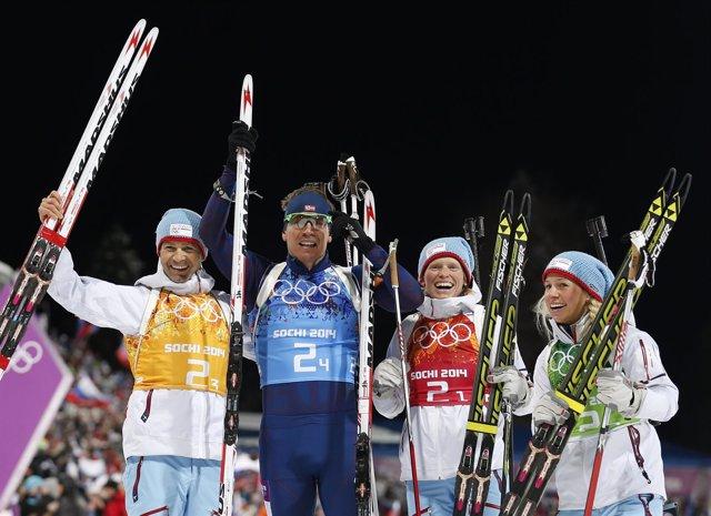 Bjoerndalen celebra con Svendsen, Eckhoff y Berger el oro en el relevo mixto