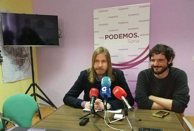 Pablo Fernández (izda) durante la rueda de prensa, 3-4-18