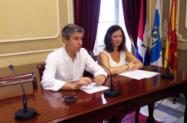 Portavoz de Cs en Cádiz, Juan Manuel Pérez Dorao, y la edil Fernández Trujillo