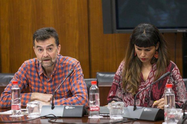 Antonio Maíllo y Teresa Rodríguez durante la reunión con los sindicatos