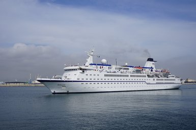 Atraca al Port de Tarragona el creuer Berlin de la naviliera FTI (PUERTO DE TARRAGONA)