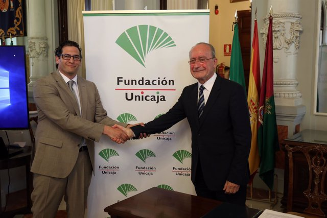Rafael Muñoz, de Fundación Unicaja, y Francisco de la Torre, alcalde