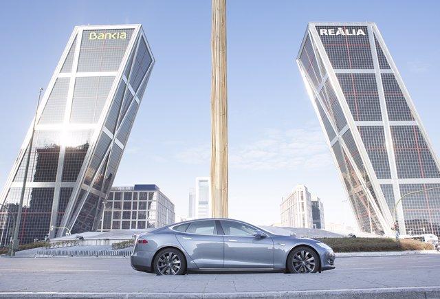 Tesla Model S de UberOne en Madrid
