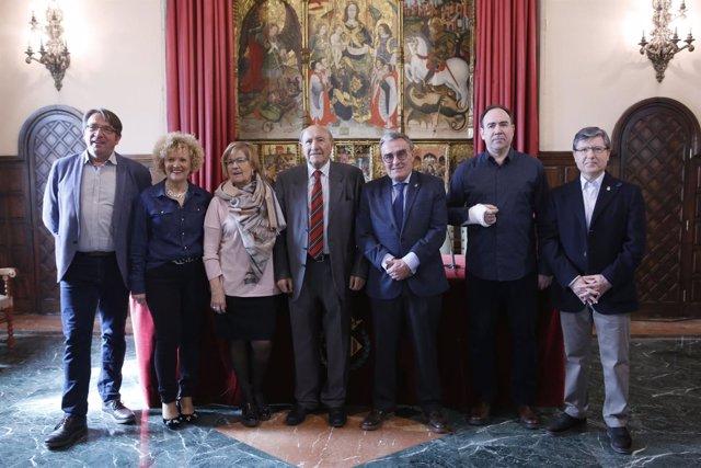 El alcalde de Lleida y el presidente del Cercle de Belles Arts, junto a concejal
