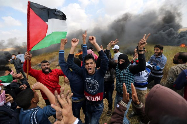 Palestinos durante una protesta en la Franja de Gaza