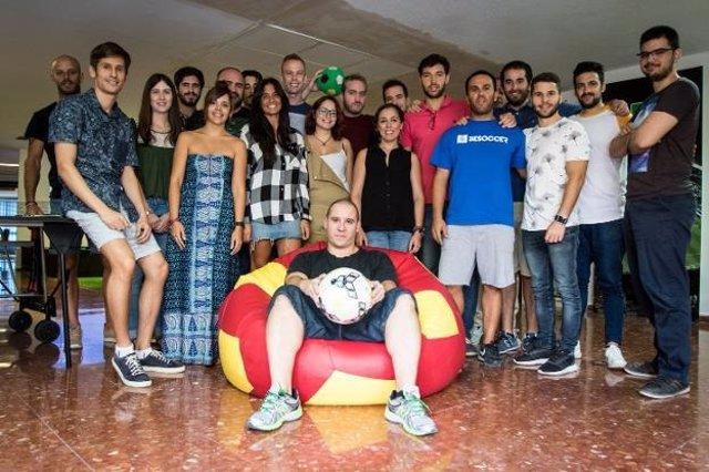 Parte del equipo de 'BeSoccer' junto con Manuel Gutiérrez
