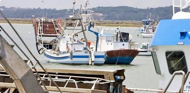 Barco de chirla en Punta Umbría (Huelva).