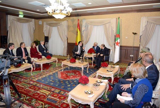 Rajoy, recibido por el presidente argelino