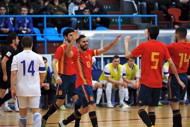 La selección española de fútbol sala celebra un gol ante Finlandia