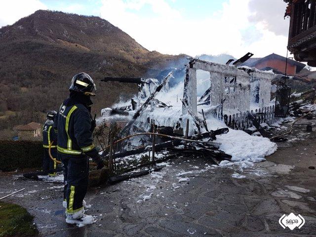 Incendio hórreo en Caso
