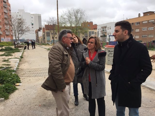 La portavoz del PSOE en el Ayuntamiento, Purificación Causapié en una visita