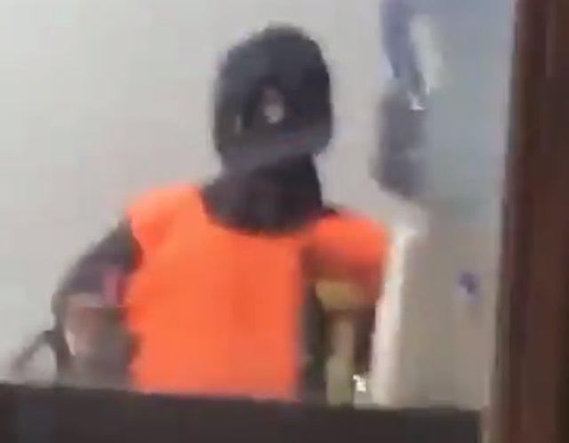 El maniquí que sustituye a la policía