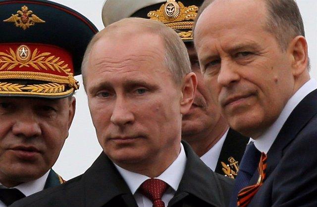 El presidente de Rusia, Vladimir Putin, y el ministro de Defensa, Sergei Shoigu